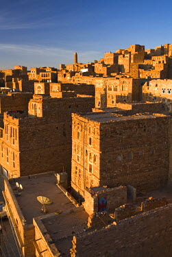 YM01095 Old city of Thulla at sunrise, Yemen