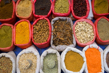 YM01134 Spices and pulses in market, Manakha, Sana'a Province, Yemen