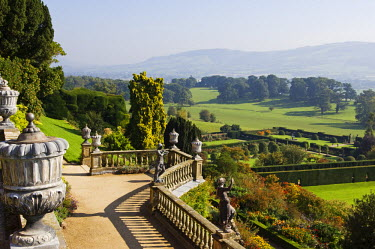 WAL6883 Wales; Powys; Welshpool.  View over the Aviary Terrace with its Italianate sculptures of shepherds and shepherdesses and ornate ballustrading at the spectacular garden at Powis Castle