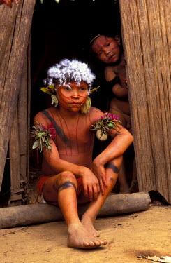 SA20_GJE0008_M Venezuela, Parima Tapirapeco National Park. Yanomamo Tribespeople.