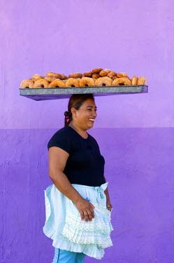 NI01072 Nicaragua, Granada, Street Vendor, Donuts