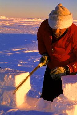 AN02_JSG0010_M Antarctica. Adventurers carving ice blocks for igloo
