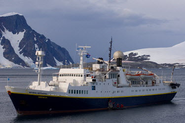 AN02_SKA0676_M cruise ship along the western Antarctic peninsula, Antarctica, Southern Ocean