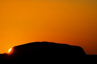 AU01_DWA2165_M Sunrise, Uluru / Ayers Rock, Uluru - Kata Tjuta National Park, World Heritage Area, Northern Territory, Australia