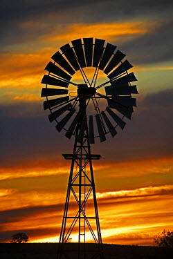 AU01_DWA2446_M Windmill and Sunset, William Creek, Oodnadatta Track, Outback, South Australia, Australia