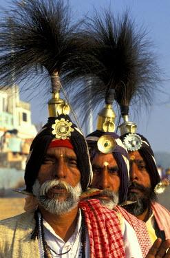 AS10_AWO0001_M India, Uttar Pradesh, Benares. Musicians, Khumb Mela Festival, Ganges River
