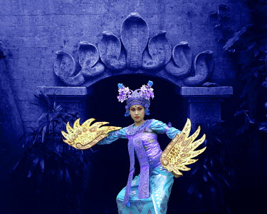 AS11_BJA0003_M Indonesia, Bali. Balinese dancer in front of temple in Ubud