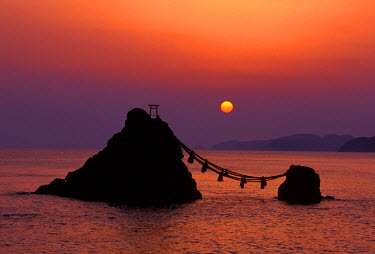 AS15_RTI0182_M Japan, Mie, Futamigaura at Dawn
