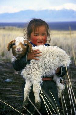 AS25_GJE0037_M Mongolia, Western Altai Mountains. Mongolian girl