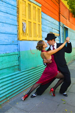 SA01_BJA0004_M Argentina, Buenos Aires, La Boca. Couple showing one of many tango dance positions. (MR)