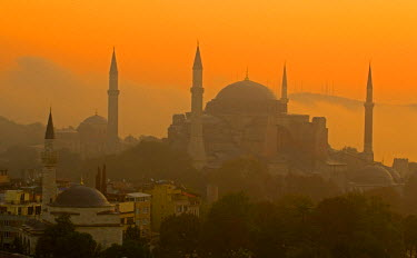 AS37_DGU0253_M Sunrise and the Blue Mosque, Istanbul Turkey