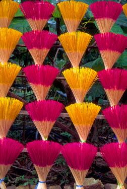 AS38_KSU0006_M Vietnam, Saigon. Making colorful incense.