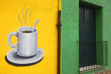 UR01025 Uruguay, Colonia del Sacramento, coffee shop exterior