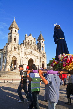 NI01150 Nicaragua, Granada, Iglesia de Guadalupe, Pre Semana Santa procession