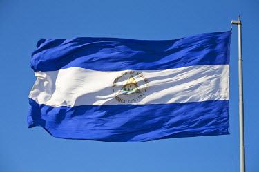 NI01238 Nicaragua, Managua, Zona Monumental, Plaza de la Republica, Nicaragua flag
