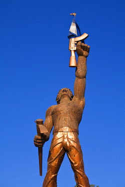 NI01240 Nicaragua, Managua, Sttaue of Estatua Al Soldado, Nameless Guerrilla Soldier