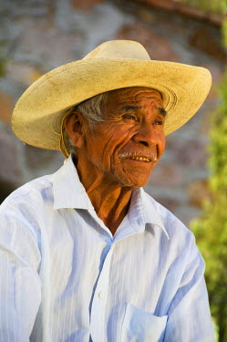 SA13_BJA0151_M Mexico, San Miguel de Allende. Elderly Mexican man in hat