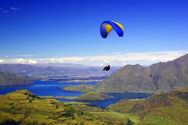 AU02_DWA0200_M Paraglider, Treble Cone, Wanaka, South Island, New Zealand