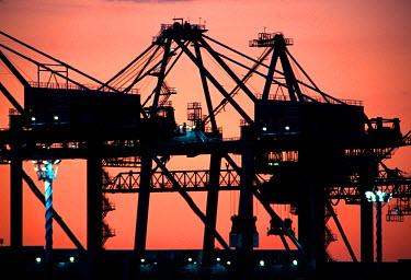 AU02_DWA0326_M Container Cranes, Port of Auckland