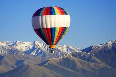 AU02_DWA1203_M Hot-air Balloon, near Methven, Canterbury Plains, South Island, New Zealand