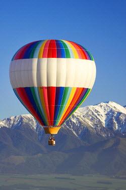 AU02_DWA1204_M Hot-air Balloon, near Methven, Canterbury Plains, South Island, New Zealand