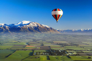 AU02_DWA1221_M Hot-air Balloon, near Methven, Canterbury Plains, South Island, New Zealand