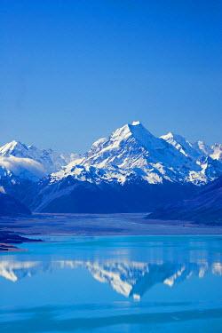 AU02_DWA1901_M Aoraki / Mt Cook and Lake Pukaki, South Canterbury, South Island, New Zealand