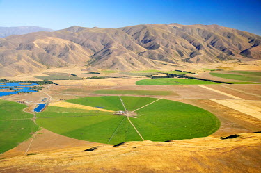 AU02_DWA2051_M Giant Rotary Irrigation Scheme near Twizel, Mackenzie Country, South Island, New Zealand