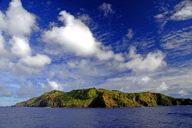 OC10_CMI0014_M South Pacific, British Overseas Teritory, Pitcairn Island. Island overview.