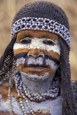 OC12_AWO0006_M Asia, Papua New Guinea, Simbu Province. Mourning adornment