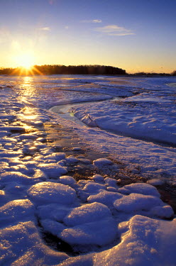 US30_JMO0137_M North America, US, NH, Ice patterns.  Sunrise.  New Hampshire seacoast.