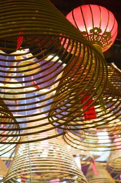 CN137RF China, Hong Kong, Central, Man Mo Temple, incense coils
