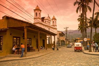 HN01113 Honduras, Copan Ruinas, Parque Central