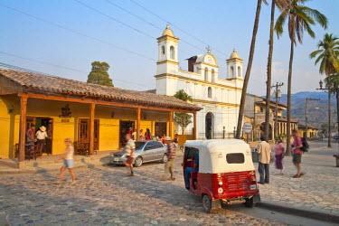 HN01109 Honduras, Copan Ruinas, Parque Central