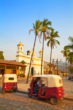 HN01110 Honduras, Copan Ruinas, Parque Central