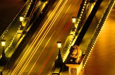EU13_SPI0019_M Hungary, Budapest, Chain Bridge.