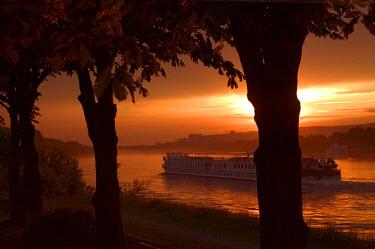 EU42_KSU0019_M Cruise ship on the Danube River at sunset, Bratislava, Slovakia