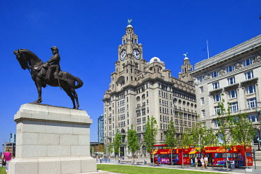 TPX12056 England, Liverpool, Pierhead, Royal Liver Historical Building