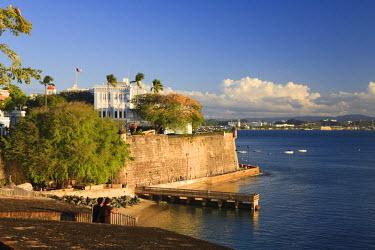 PR01024 Puerto Rico, San Juan, Old Town, Paseo Del Morro and La Muralla