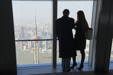 CH9170 China, Shanghai, Pudong new area, a couple looking at the view from the International Finance Tower