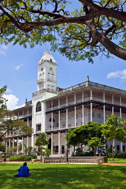 TZ2897 Tanzania, Zanzibar, Stone Town. Beit al-ajaib or House of Wonders, Zanzibar�s best-known historic building. Built as a ceremonial and administrative palace by Sultan Barghash in 1883. Now a National M...