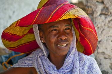 TZ2945 Tanzania, Zanzibar. A Zanzibari woman in Paje village.
