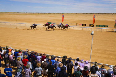 AUS1037 Australia, Queensland, Birdsville.  Outback horse racing at the annual Birdsville Cup races.  Every September the remote town of Birdsville hosts one of Australia's most famous bush racing carnivals.