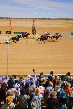 AUS1038 Australia, Queensland, Birdsville.  Outback horse racing at the annual Birdsville Cup races.  Every September the remote town of Birdsville hosts one of Australia's most famous bush racing carnivals.