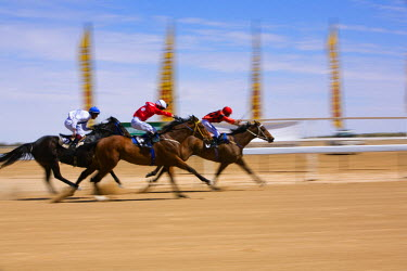 AUS1046 Australia, Queensland, Birdsville.  Horse racing in the outback at the Birdsville Cup races.  Every September the remote town of Birdsville hosts thousands of visitors for the most famous bush racing...
