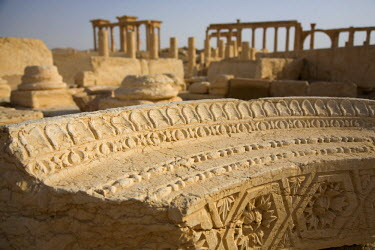SY1274 Syria, Palmyra. Fallen columns and arches litter the ground across the site of Queen Zenobia's ancient city at Palmyra.