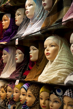 SY1294 Syria, Damascus. Rows of mannequins display an assortment of Muslim headdresses for sale.