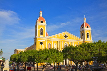 NI002RF Nicaragua, Granada, Park Colon, Park Central, Cathedral de Granada