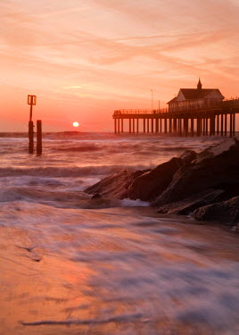 ENG9397AW Southwold Pier at dawn, Suffolk, UK