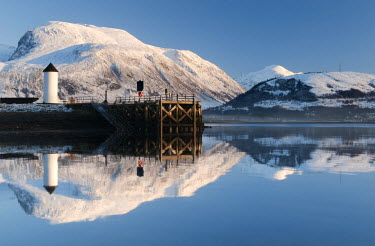 SCO33129AW Corpach Lighthouse on Loch Eil with Ben Nevis and Fort William in the background, Highland Region, Scotland, UK